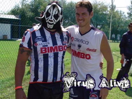 El Guille como delantero del Monterrey con La Park